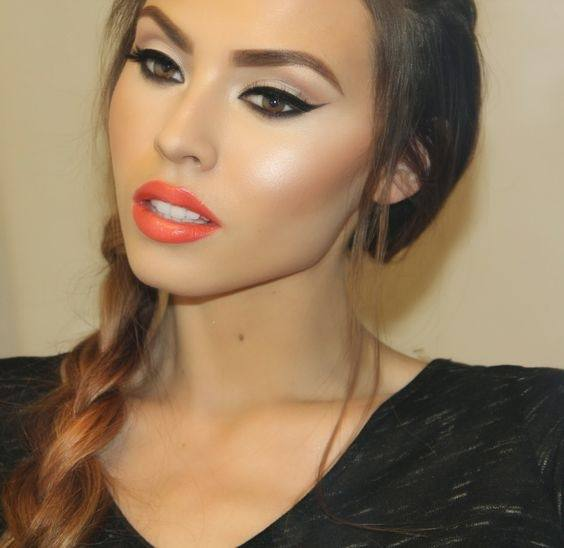 how to make lipstick look good on thin lips
