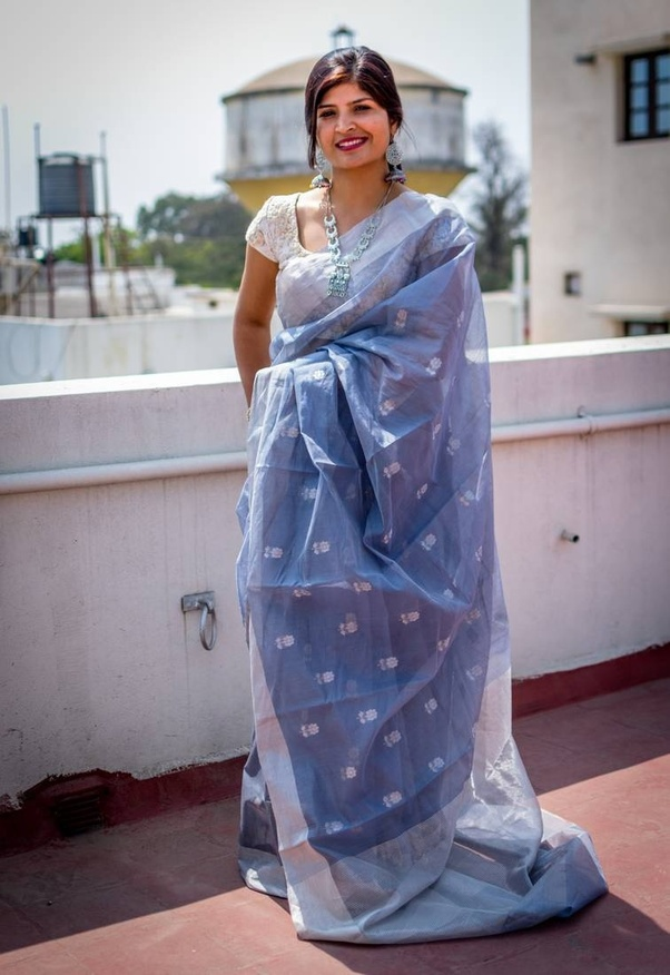 d0d0a11609 ... of making textured Sarees in silk and cotton embellished with fine zari  work. Chanderi town has many Chanderi Saree Manufacturers who manufacture  many ...