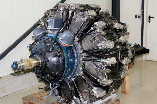 Why do WW2 naval planes tend to use a radial engine more