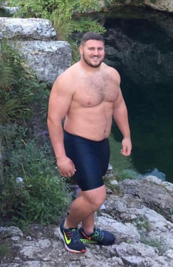 Adelgazar muslos musculosos guapos