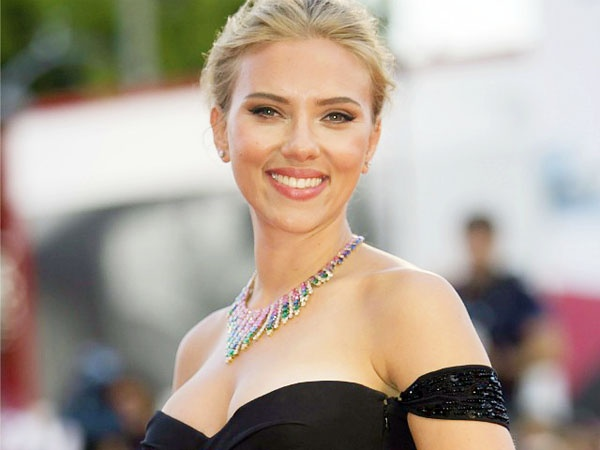 Why doesn't Scarlett Johansson have a social media account ...