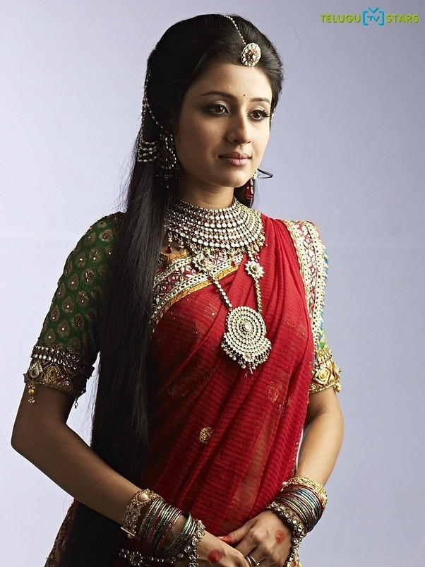 What accessories I can wear with a saree?