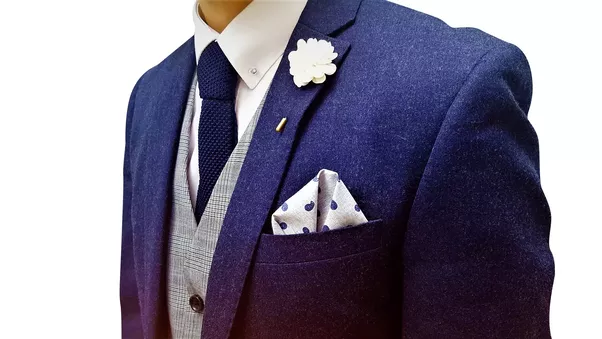 What colour shirt tie and pocket square should one wear for Shirt color navy suit