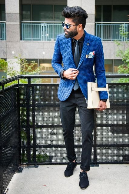 What Color Combination Of Trousers And Shirt Would Go With The Blue