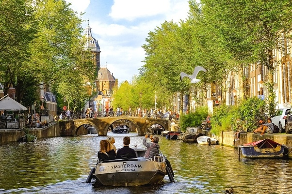 Easter Airfare Deals to Amsterdam