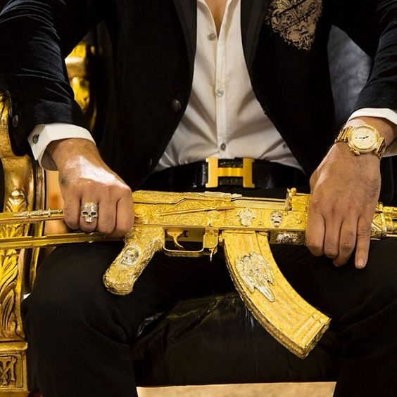 Are those gold plated guns you always see when the Federales