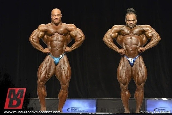 For a competitive bodybuilder what is the size difference between taking steroids and going