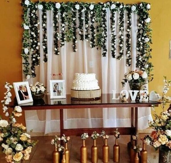 Como posso fazer a decoraç u00e3o de mesa do bolo de casamento simples e barata para o meu matrim u00f4nio  -> Decoração De Mesa De Bolo Casamento Simples