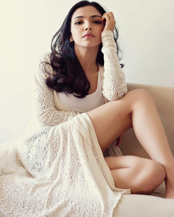 What are 10 best glamorous pictures of Shriya Pilgaonkar? - Quora
