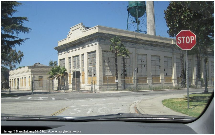 Are there any abandoned or deserted mansions in the Los