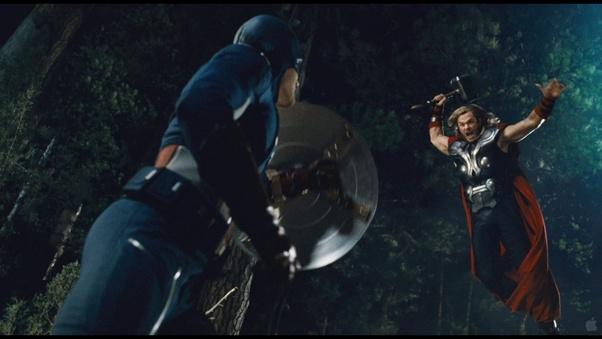 Captain America Memegang Mjolnir