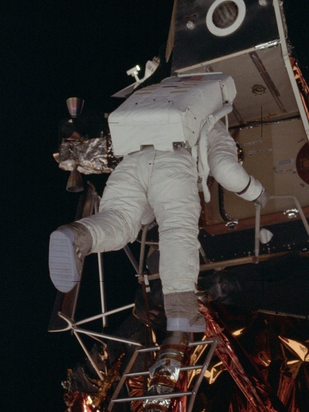 Why Doesn T The First Step On The Moon Match Neil Armstrong S Spacesuit Boots Quora