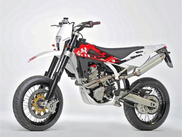 Between a Kawasaki KLX250 supermoto model 2007 and a Yamaha WR250x ...