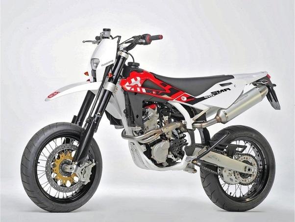 Between a Kawasaki KLX250 supermoto model 2007 and a Yamaha WR250x ...