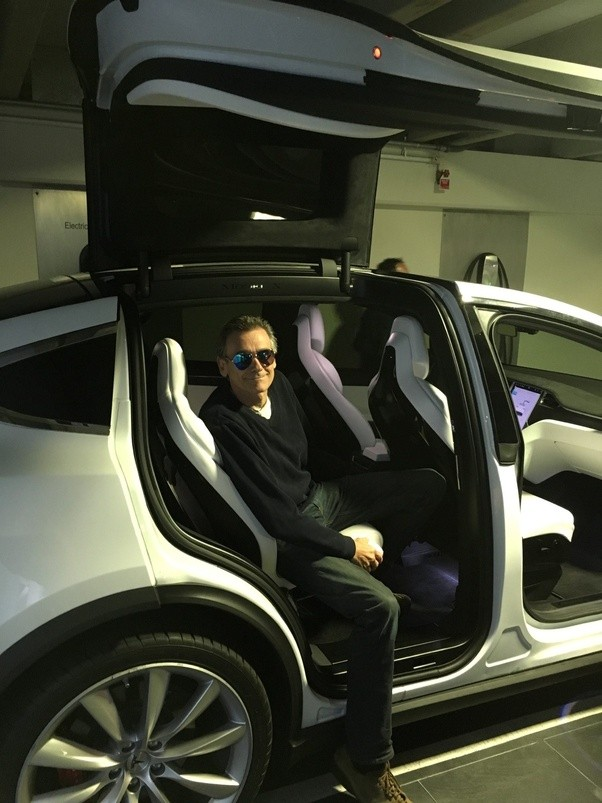 ... partially opens the door with plenty of egress space for rear passengers without fully extending the FW doors. What you\u0027ll find unlike every other OEM ... & How well does the Model X falcon wing door work in the rain? - Quora