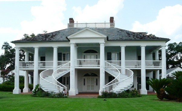 were there no big plantation style homes in the south