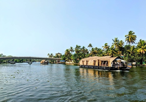 Here Are Some Of The Best Places To Houseboat In Kerala
