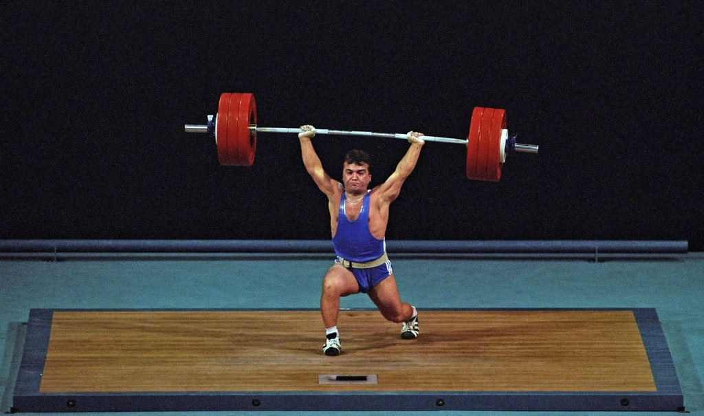 Do those powerlifters that can squat 1000lbs take steroids
