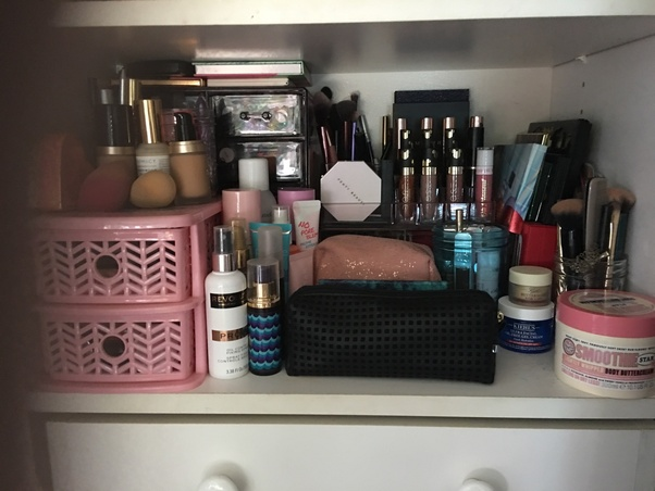 9e647e0bcd09 How do women typically store and organize their cosmetics ...