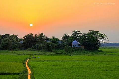 What do Indian Bengalis think about Bangladeshi Bengalis and