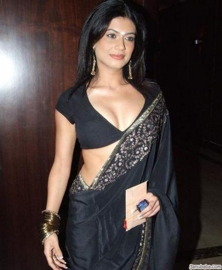 Sexy girls in saree photos