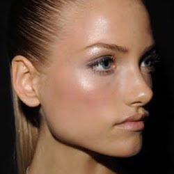 3) Shimmer can enhance or degrade your entire makeup. Be careful with it and stop flaunting it everywhere. Shimmer works best in yellow lights and indoor ...
