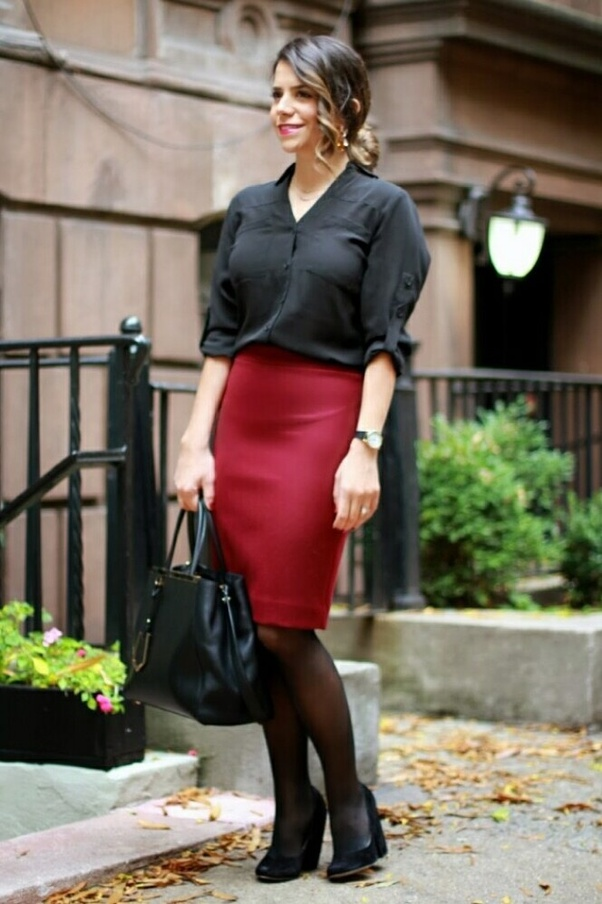 143ae44fc0c Is it okay to wear short skirts in an office? - Quora