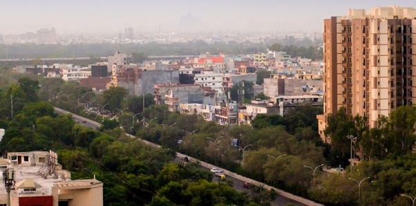 Which is a better city to live in: Noida or Gurgaon? Why