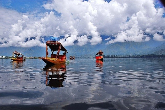 Snowboarding Starts At Gulmarg In December Hence This Honeymoon Destination India Is A Have Got To On Your List Laze Round Houseboat And Soak