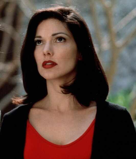 laura-harring-sexy-pictures-girlfriend-temple-nude