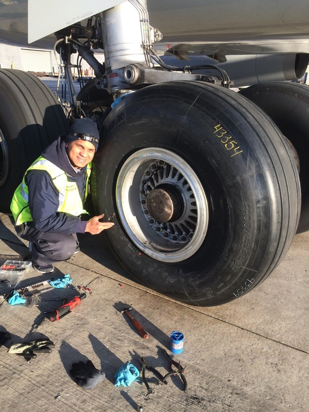 how frequently do airliners get their tires replaced quora. Black Bedroom Furniture Sets. Home Design Ideas