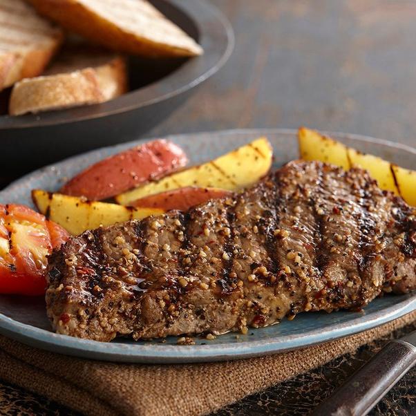 ¿Qué condimento ponen los restaurantes en la carne?