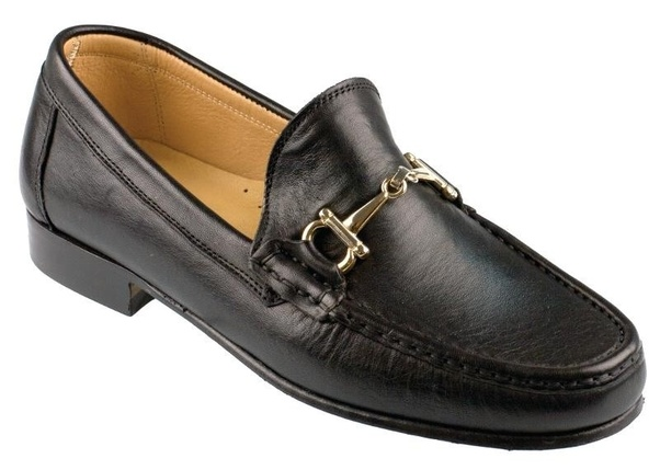 0f65a6a43cc2a What is the difference between boat shoes and loafers  - Quora