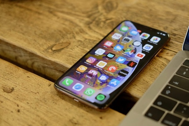 Which is better: iPhone XS or Samsung S9? - Quora