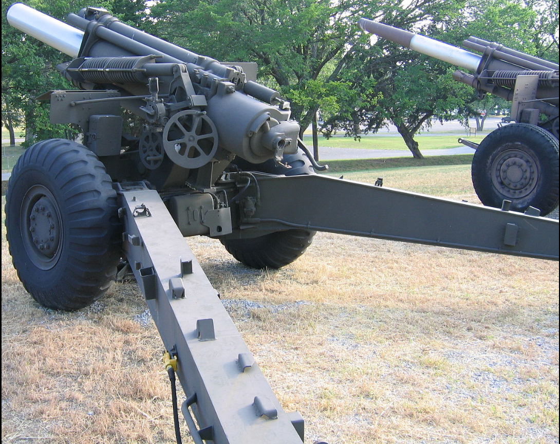 How to tell that the M1 4 5-inch gun and the M1 155mm