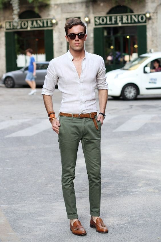 What color shirt goes with green pants? - Quora