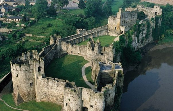 Which Country Has The Most Medieval Castles Not Including