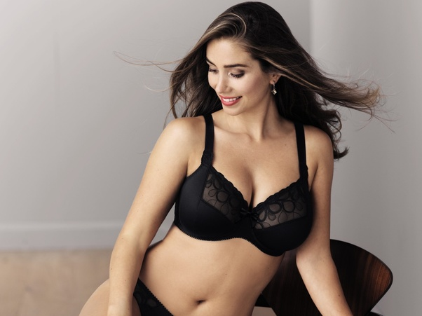 81dcddd8e0641 ... sexy. ladies with small boobs often feel disappointed of not looking  fuller in stylish outfits. Here are given 4 different bra styles that can  make your ...