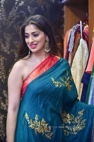 83c4349cf51 But reel life is different from real life even I have not seen any women  with my own eyes who wear saree saree without blouse . And of course there  are many ...
