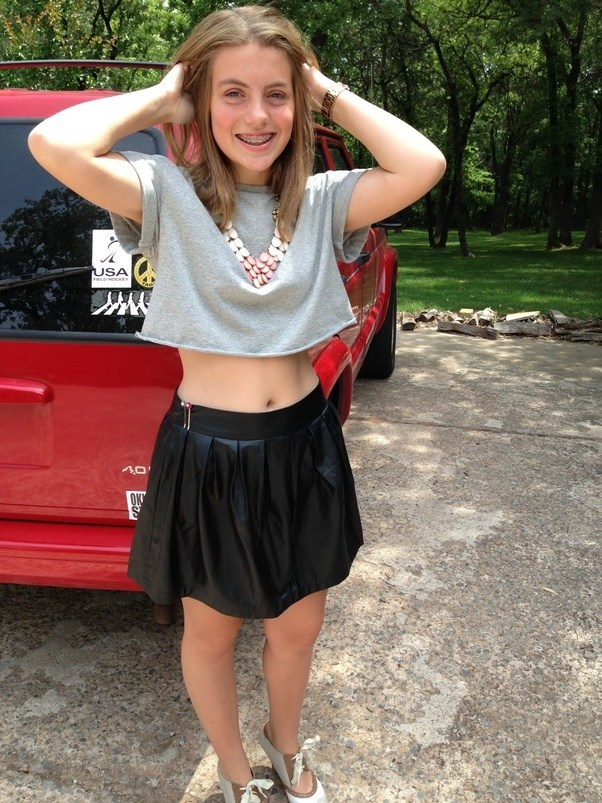 teen girl bare midriff