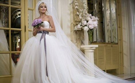 What is the wedding dress Kate Hudson wore in Bride Wars? - Quora