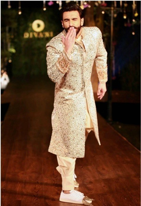 What is the best outfit for Indian groom? - Quora