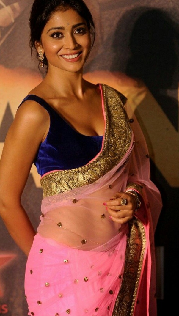 Which internet pictures of a midriff & navel in sarees