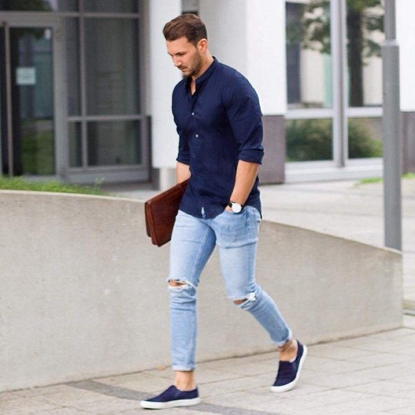 what colour goes with blue jeans