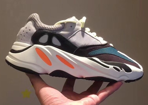3de9313896181 Yeezy 700 and Yeezy 500 have become the hottest old shoes in the world.  Although they belong to the