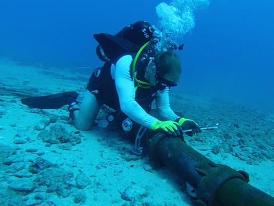 Who fixes the internet cables on the ocean floor if they break ...