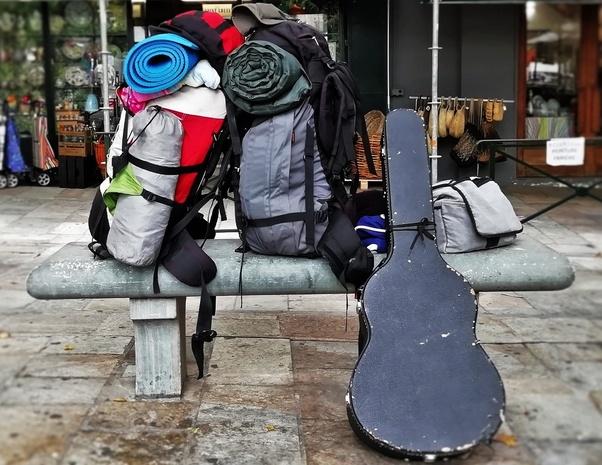 slow corsica, autostop, viaggi lenti, viaggiare con lentezza, Sardegna, artisti di strada, buskers, musicisti di strada, chitarra, Bonifacio, Bastia