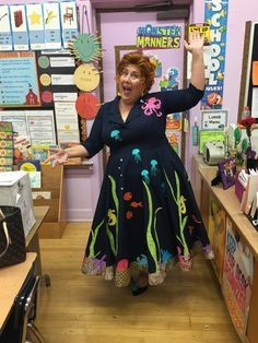 i love miss frizzle its a wonderful halloween costume have a great time with it