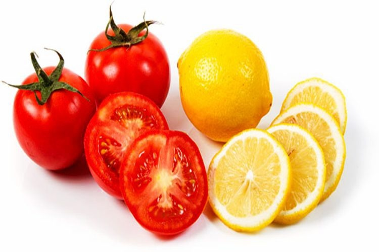 Tomato and lemon juice for dark circles