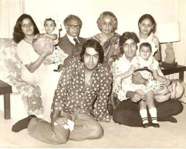 bollywood-ke-kisse-dr-harivansh-rai-bachchan-and-teji-bachchan-played-rakhees-parents-in-kabhi-kabhi